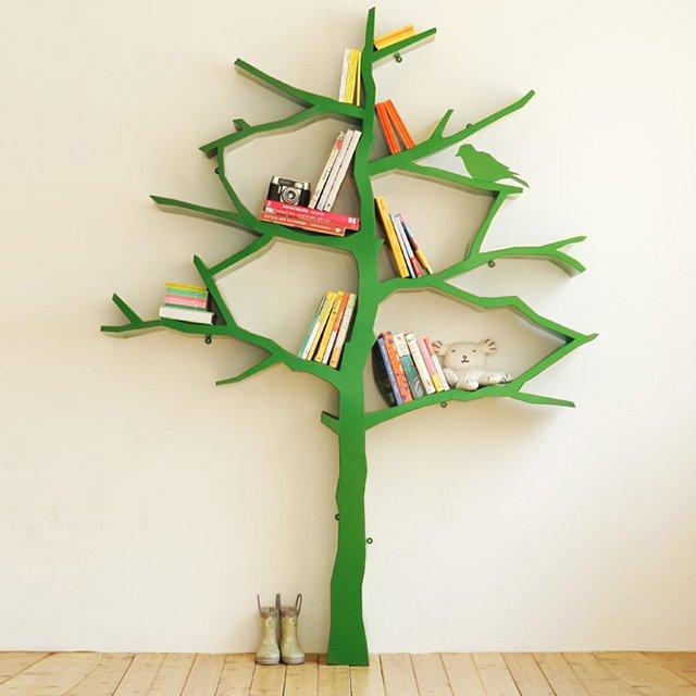 Groene boom boekenkast