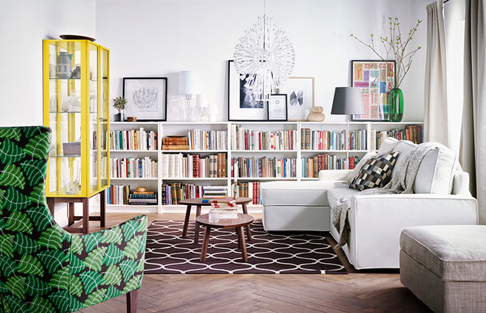 Klassieke witte boekenkast